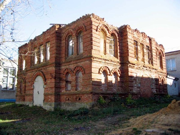 Мемориальный комплекс с арками и колонной Наровчат Мраморные розы Бобров